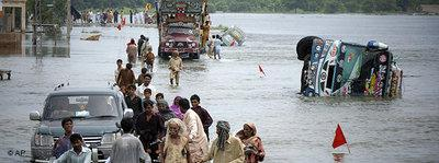Victims of the flood in central Pakistan (photo: AP)