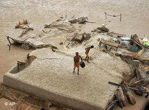 People standing on the roof of their house in Taunsa near Multan, Pakistan (photo: AP)