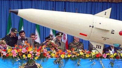 Iranian president Mahmoud Ahmadinejad during a military parade (photo: dpa)