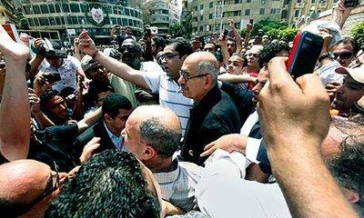 Mohammed ElBaradei among a crowd of  supporters in Cairo (photo: AP)