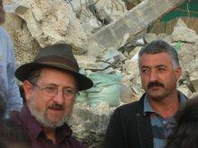 Rabbi Yehiel Grenimann and a Palestinian man (photo: rabbibrian.wordpress.com)
