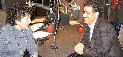 Yousef al-Mohaimeed (r.) in a radio show (photo: www.al-mohaimeed.net)