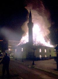The Bajrakli mosque in flames (photo: AP)