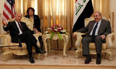 US-vice-president Joe Biden and Iyad Allawi in Bagdad (photo: AP)