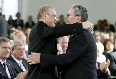 David Grossmann (l.) and Joachim Gauck (photo: dpa)