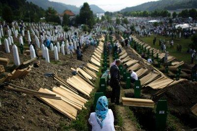 2010 commemoration ceremony and burial for 775 newly identified murdered Bosniaks in Srebrenica (photo: AP)