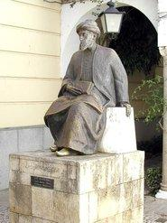 Statue of Moses Maimonides in Cordoba (photo: Wikipedia)
