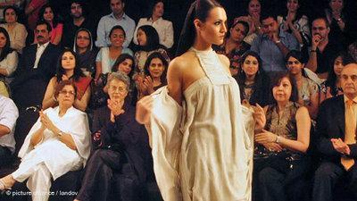 Karachi Fashion Week 2009 (photo: dpa)
