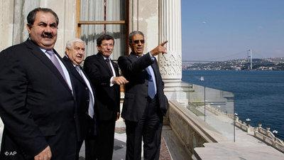 Foreign ministers of Turkey, Iran and Iraq, and Amr Moussa, General Secretary of the Arab League, at a meeting in Istanbul (photo: AP/Ibrahim Usta)