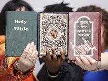 Koran, Bible, and Torah (photo: dpa)