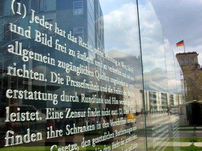 Installation on the articles of Germany's Basic Law (photo: dpa)