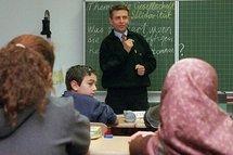 Pupils of migrant origin in class (photo: dpa)