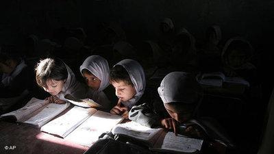 Afghan pupils (photo: AP)