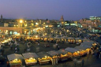 Marrakech's market at night (photo: dpa)