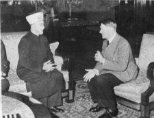Adolf Hitler and the Grand Mufti of Jerusalem, Mohammad Amin al-Husayni, in Berlin 1941 (photo: dpa)