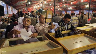 Egyptian voters (photo: AP)