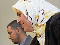 Muslim counselor Jamila Taqbi and Imam Hassini of the Omar mosque in Frankfurt/Main (photo: dpa)