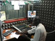 A member of Radio Bakhita staff in the studio (photo: DW)