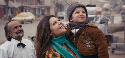Director Sonia Nassery Cole with an Afghan child (photo: Breadwinner Productions)