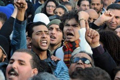 Tunisians demonstrating in the country's capital, Tunis (photo: AP)
