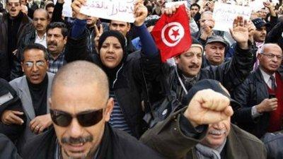 People in Tunis demonstrating against the new government of national unity (photo: dpa)