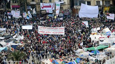 Protestors in Tahrir Square (photo: picture alliance/dpa)