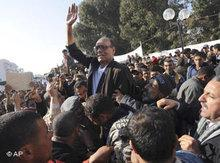 Moncef Marzouki being carried on the shoulders of supporters (photo: AP)