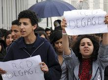 Demonstrators in Tunis demand the resignation of RCD members (photo: AP)