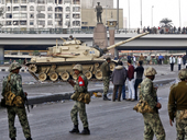 Egyptian soldiers in central Cairo (photo: AP)