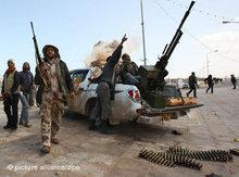 Armed insurgents in Libya (photo: dpa)