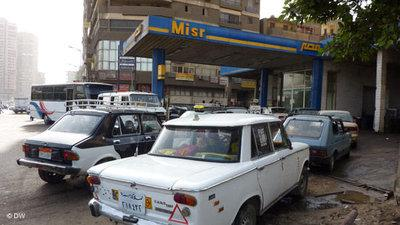 Taxis in front of a filling station in Cairo (photo: AP)