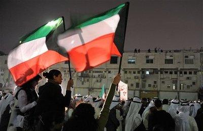 Protests in front of the Seif Palace in Kuwait-City (photo: Gustavo Ferrari, AP)