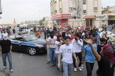 Shiite protesters in Al-Qatif (photo: STR/AP)