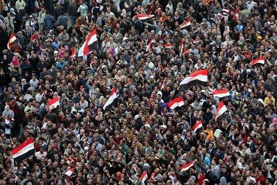Mubarak critics protest on Cairo's central Tahrir Square (photo: dpa)