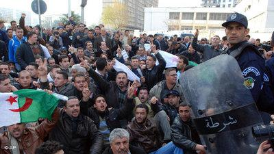 Proteste_Feb_Algerien_AP_Sidali Djarboub