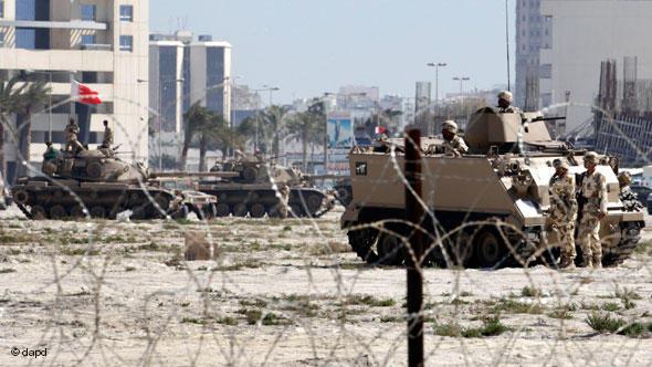 Panzer in Manama, Bahrain; Foto: dapd