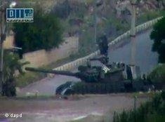 Tanks in Deraa, a stronghold of those rebelling against the Assad regime (photo: dapd)