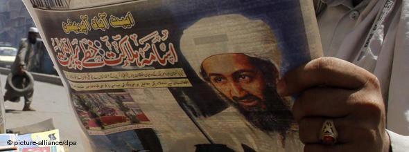 Titelseite einer pakistanischen Zeitung, die über den Tod Osama Bin Ladens berichtet; Foto: dpa
