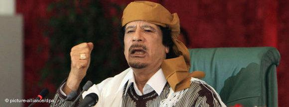 Gaddafi at a meeting of the people's committee (photo: picture alliance/dpa)