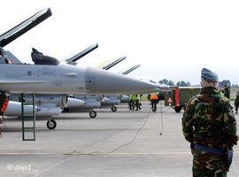 NATO fighter planes preparing for a flight to Libya (photo: dapd)