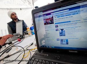 Computer screen showing Facebook (photo: picture-alliance/dpa)