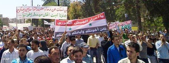 Demonstration against the Assad regime in Homs (photo: AP)