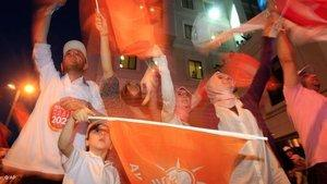 AKP supporters during the election; photo: AP