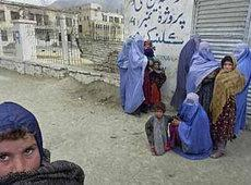Women and children in front of a medical clinic in Kabul (photo: AP)