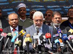 Members of the Muslim Brotherhood in Egypt announce the founding of a new party in Cairo (photo: dpa)