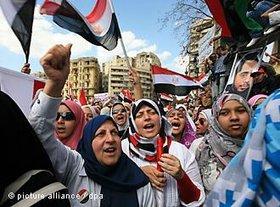 Ägypterinnen auf dem Tahrir-Platz; Foto: dpa