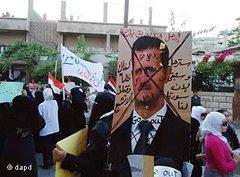Demonstration gegen das Regime in einem Vorort von Damaskus; Foto: dapd