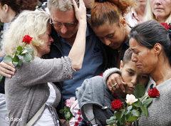 Menschen trauern beim 'Rosenmarsch' in Oslo; Foto:Erlend Aas, Scanpix Norway/AP/dapd