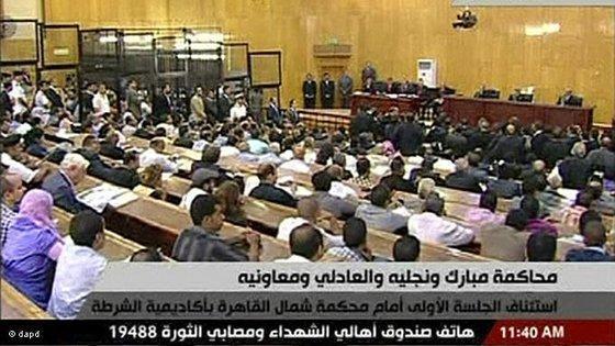 مبارك في صالة المحكمة