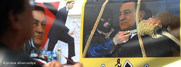 Poster with a photo montage of a man tying the hangman's noose around Mubarak's neck (photo: dpa)
